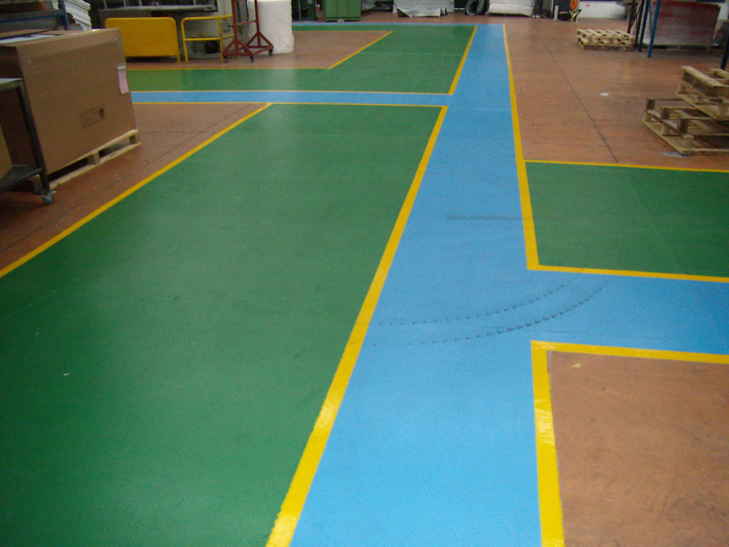 Pavimento magazzino resinato bagno resina pavimenti resina resistenti with pavimenti in resina - Pavimento resina esterno ...